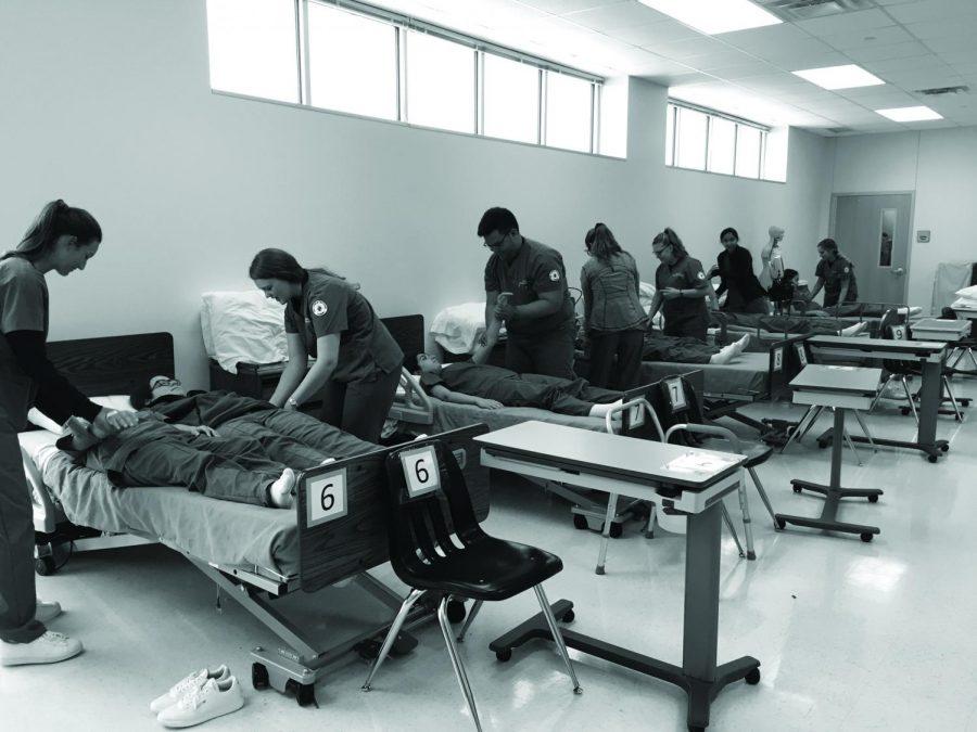 Clinicals+students+practicing+procedures.